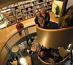 Bücherturm über 3 Etagen - (c) by Foto Peterlein