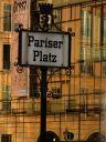 https://www.buecher-wiki.de/uploads/BuecherWiki/th128---ffffff--berlin-pariserplatz-thomas-giesau-pix.jpg.jpg