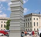 Bücherskulptur in Berlin, Unter den Linden - (c) by Pixelio.de