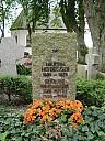 https://www.buecher-wiki.de/uploads/BuecherWiki/th128---ffffff--heidegger-martin-grab-zollernalb-wikimedia.jpg.jpg