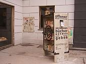 Der offene Bücherschrank in Wien Ecke Zieglergasse-Westbahnstraße, im 7ten Wiener Bezirk - (c) by Frank Gassner