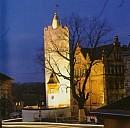 Der weiße Turm mit Schulgebäude - (c) by privat